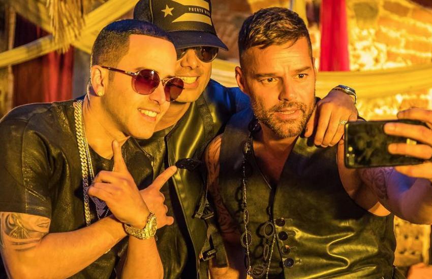 Ricky Martin Yeni Bir Klip İçin Meksika'da Deri Kıyafetler İçinde