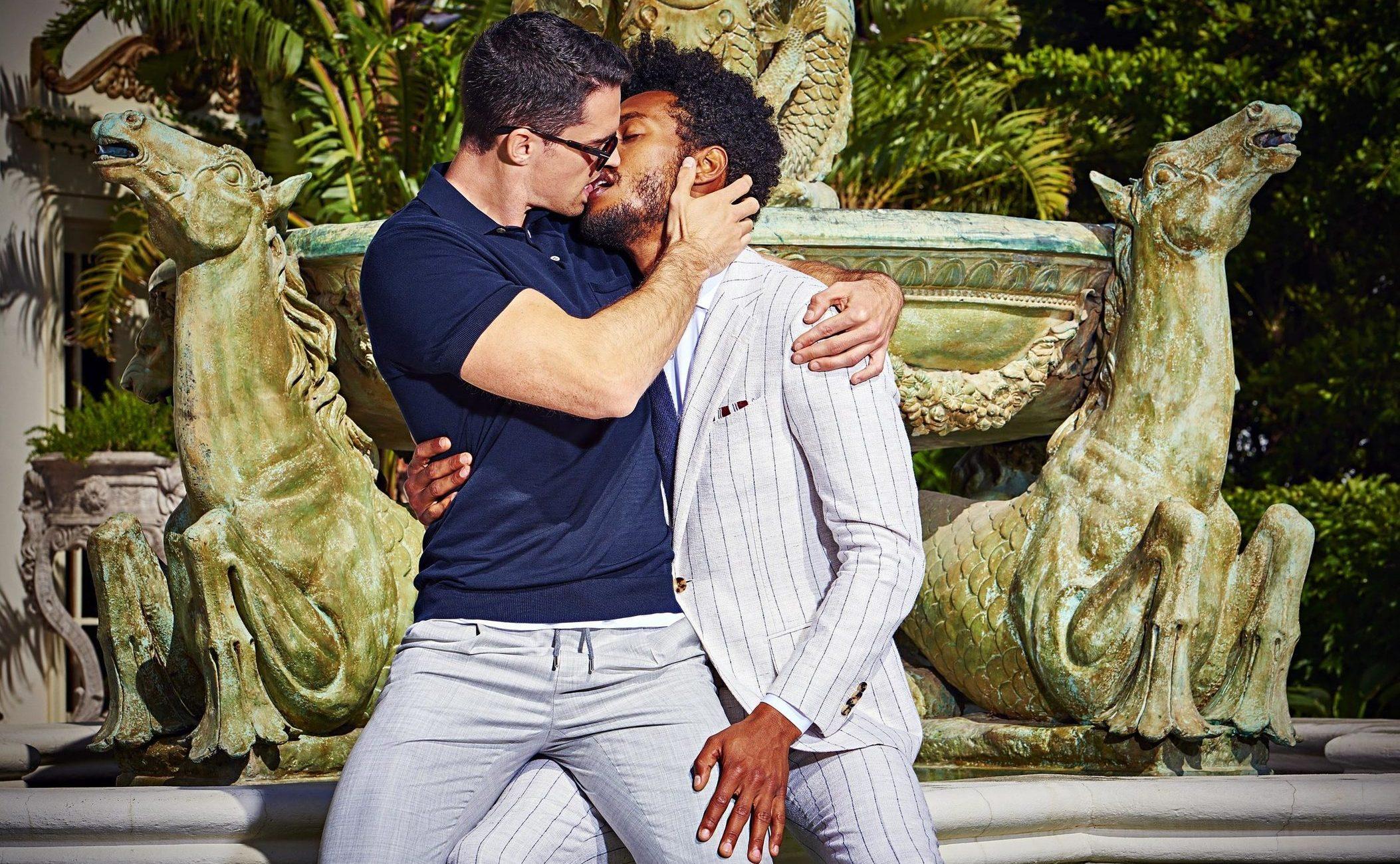 Erkek Takım Elbise Markasının Eşcinsel Reklam Kampanyası Olay Oldu!