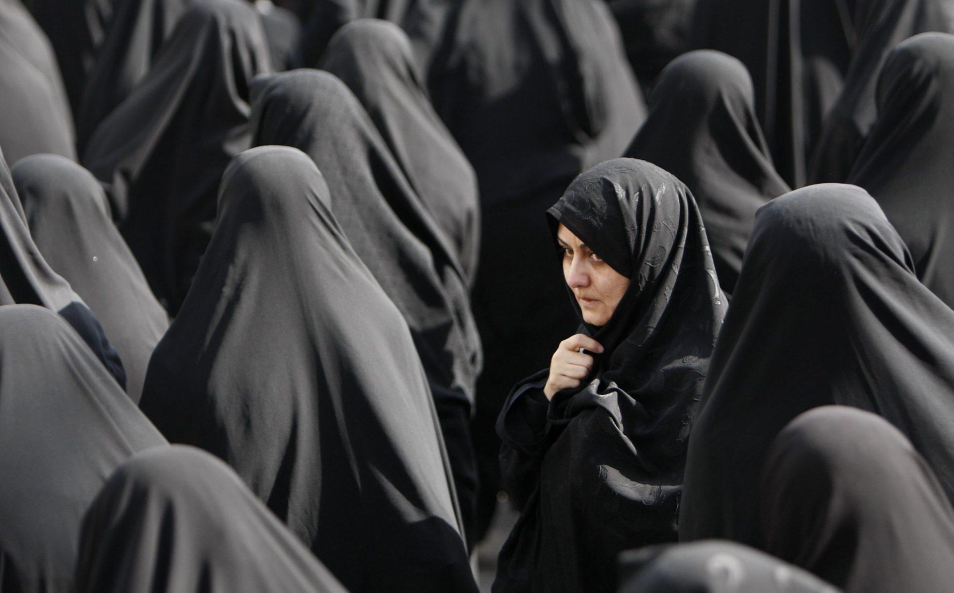 """Müslüman Göçmenlerin; Yahudilere, Kadınlara, Eşcinsellere, Gayrimüslimlere Karşı """"Ortaçağa Ait"""" Görüşleri Var!"""