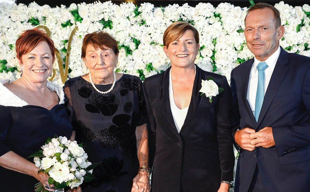 Eşcinsel Evlilik Karşıtı Lider, Eşcinsel Kızkardeşinin Düğününe Katıldı!