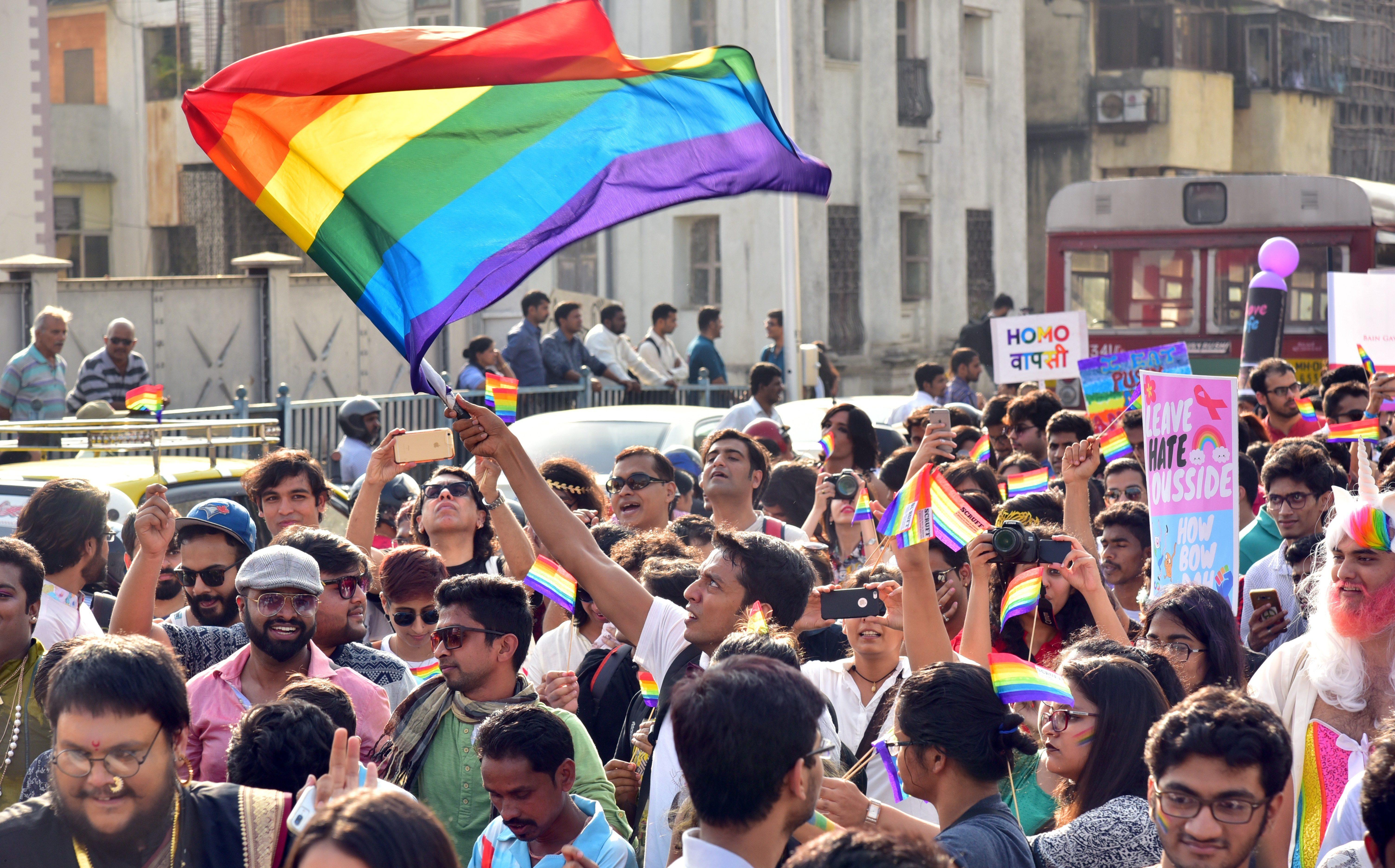 Binlerce Kişi Mumbai LGBT Toplumunu Desteklemek İçin Hindistan'a Akın Etti!