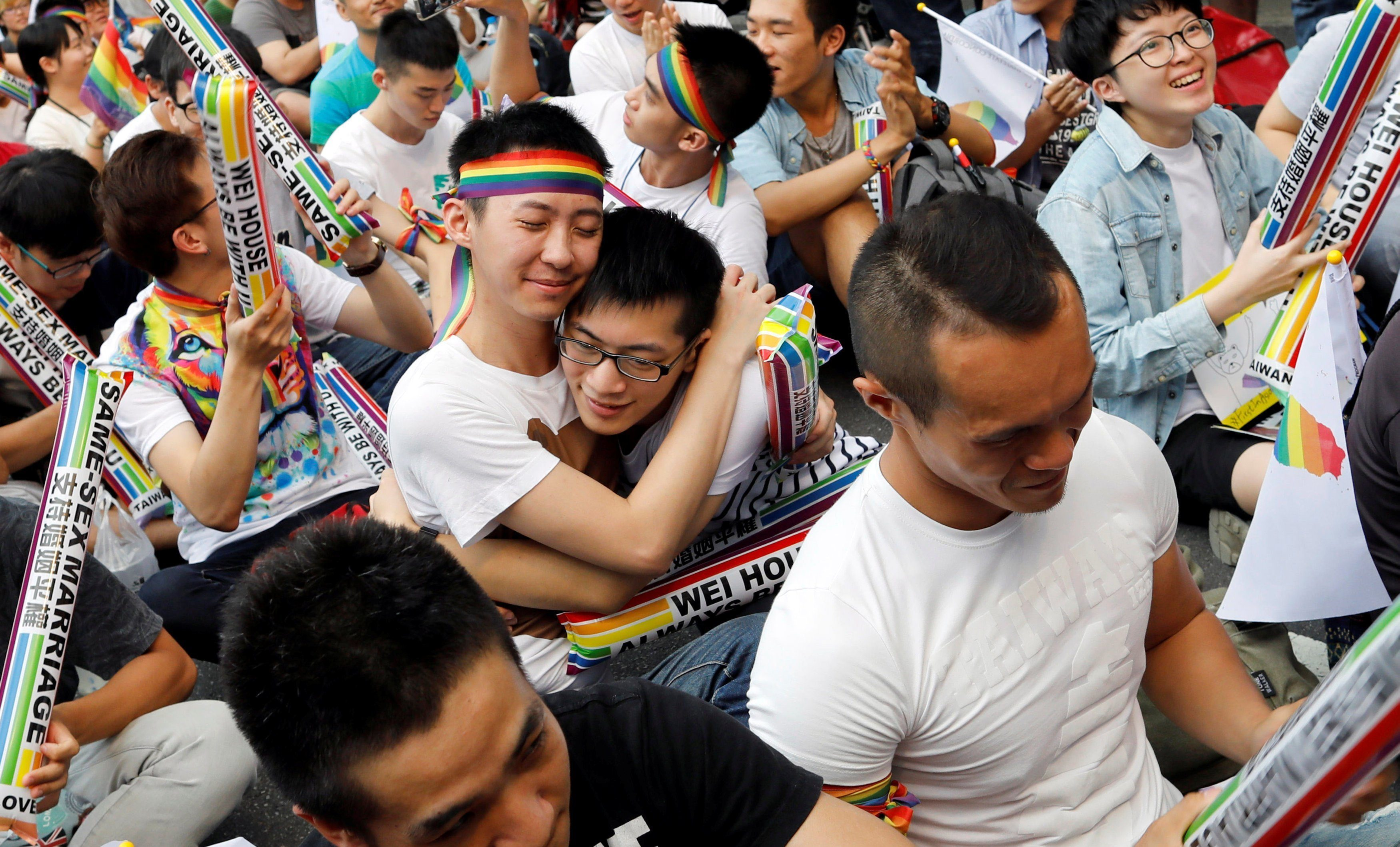 Japonya'nın En Büyük Şehirlerinden Biri Eşcinsel Çiftleri Resmi Olarak Tanıyacak!