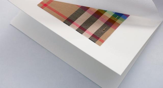 Burberry, Londra Moda Haftası'nda LGBT Hayır Kuruluşları Yararına Koleksiyon Yayınladı