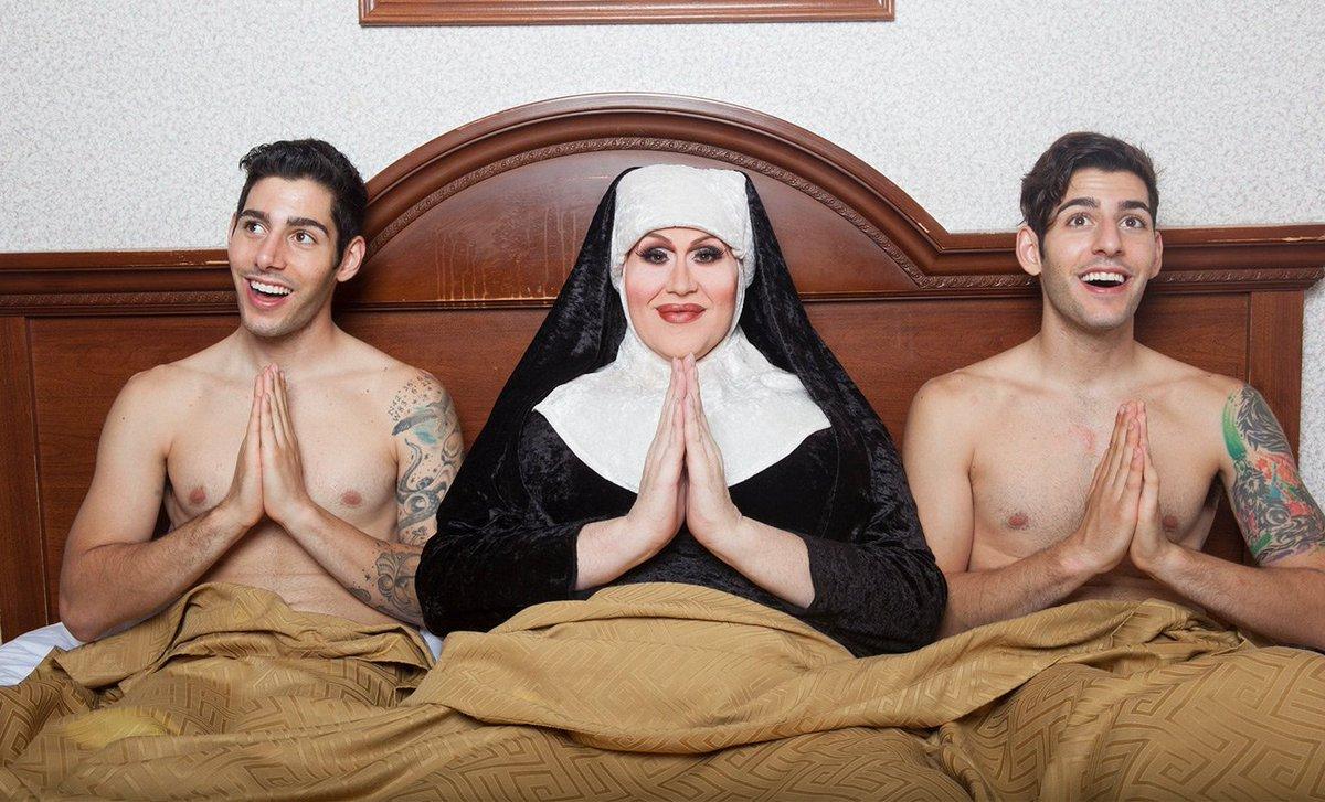 Eşcinsel Zakar İkizler: 'Annemiz Boğazımızdan Aşağı Dini Soktu Ama Hala Eşcinseliz'