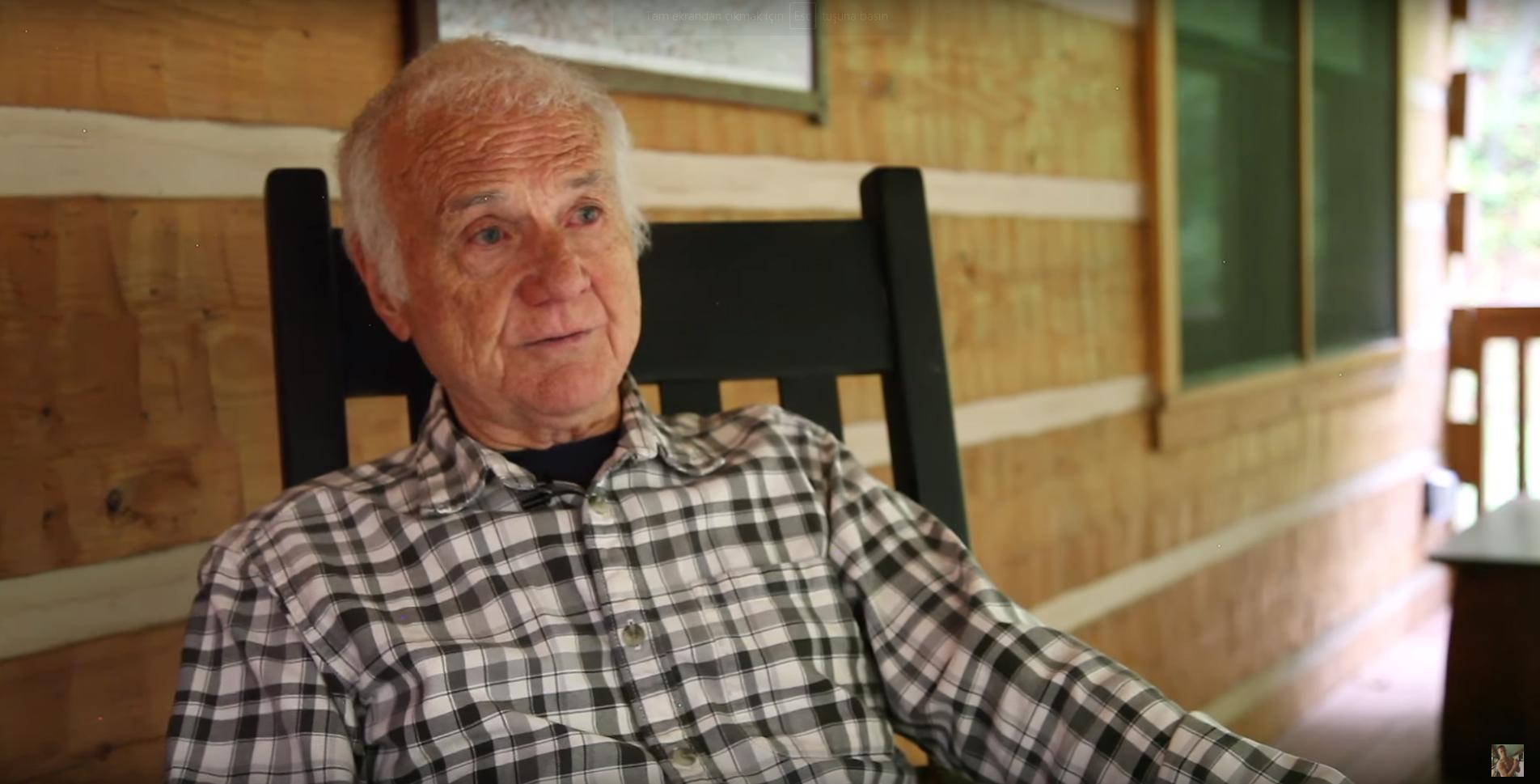 İzleyin: 83 Yaşındaki Eşcinsel Porno Yıldızı İle Tanışın!