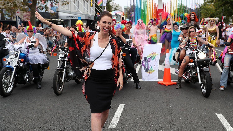 """Yeni Zelanda Başbakanı, Onur Yürüyüşü'nde """"Yürüyen"""" İlk Başbakan Oldu!"""
