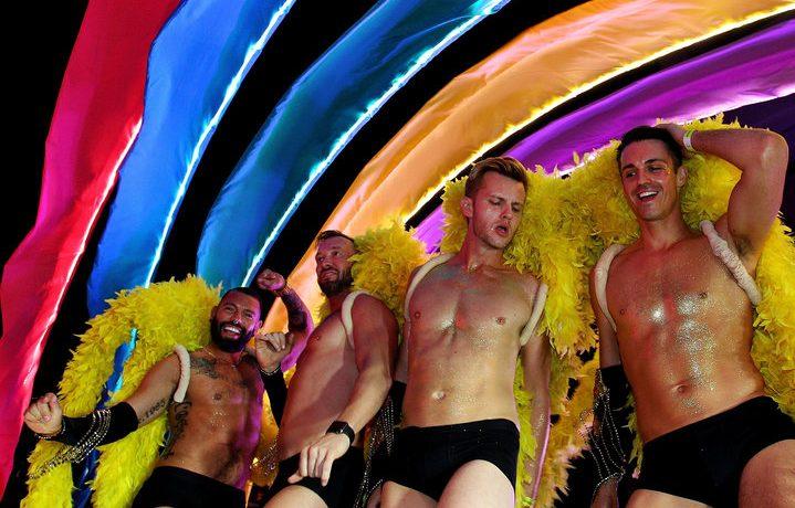 İşte Baş Döndüren Renkleri, Parıltıları ve Geçit Törenleriyle Sidney Gay ve Lezbiyen Mardi Gras
