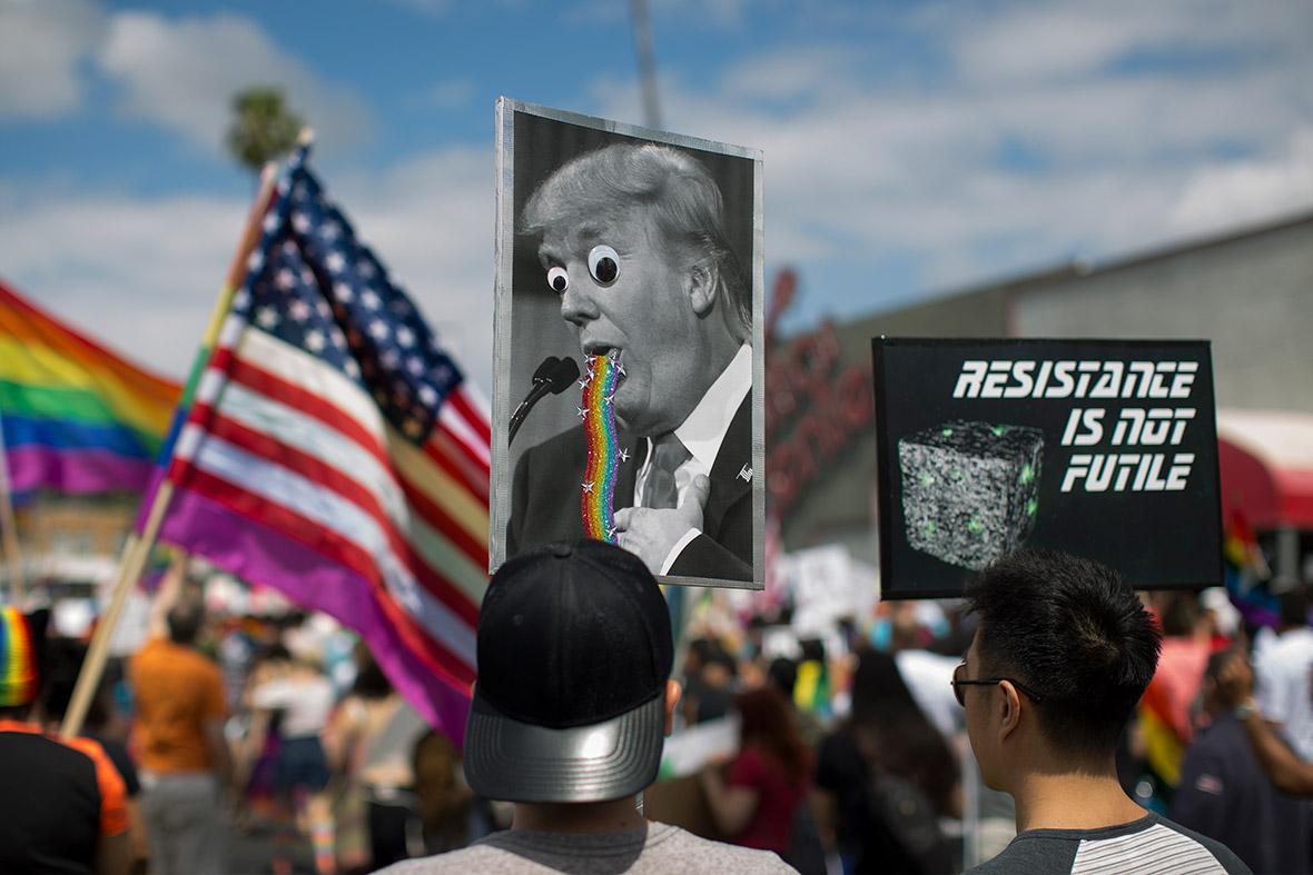 Seçmenler, Donald Trump'ı LGBT Hakları Konusunda Yerden Yere Vurdu!