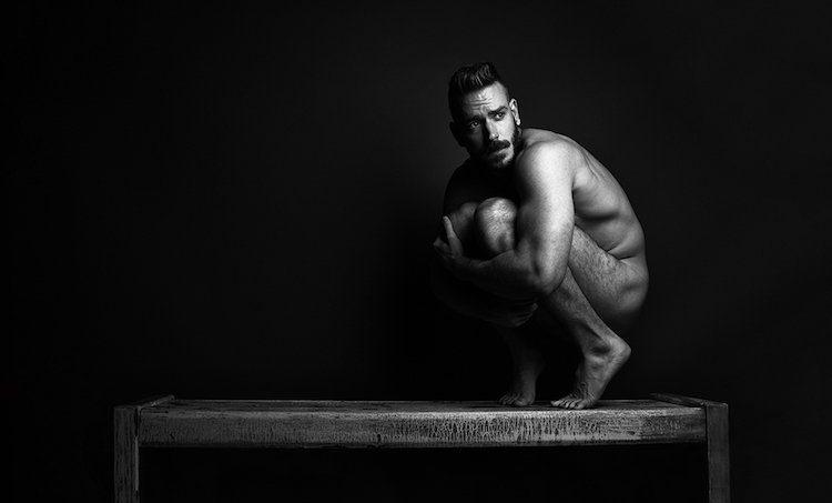 Aaron Jay Young'ın Otoportreleri Kuir Erkek Vücudunu Keşfe Çıkıyor