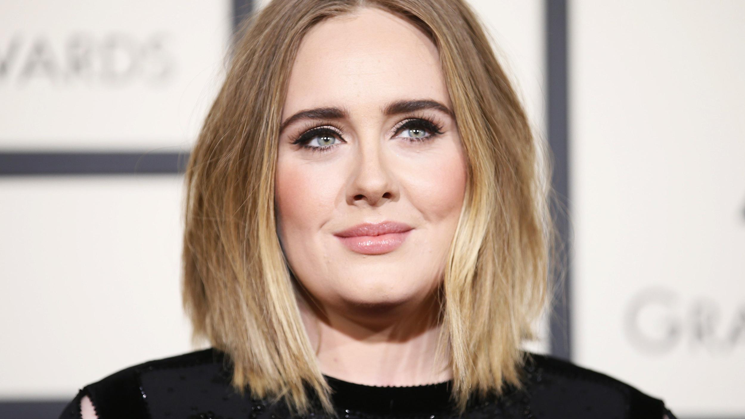Adele, Arka Bahçesinde Gizlice Eşcinsel Bir Düğüne Ev Sahipliği Yaptı