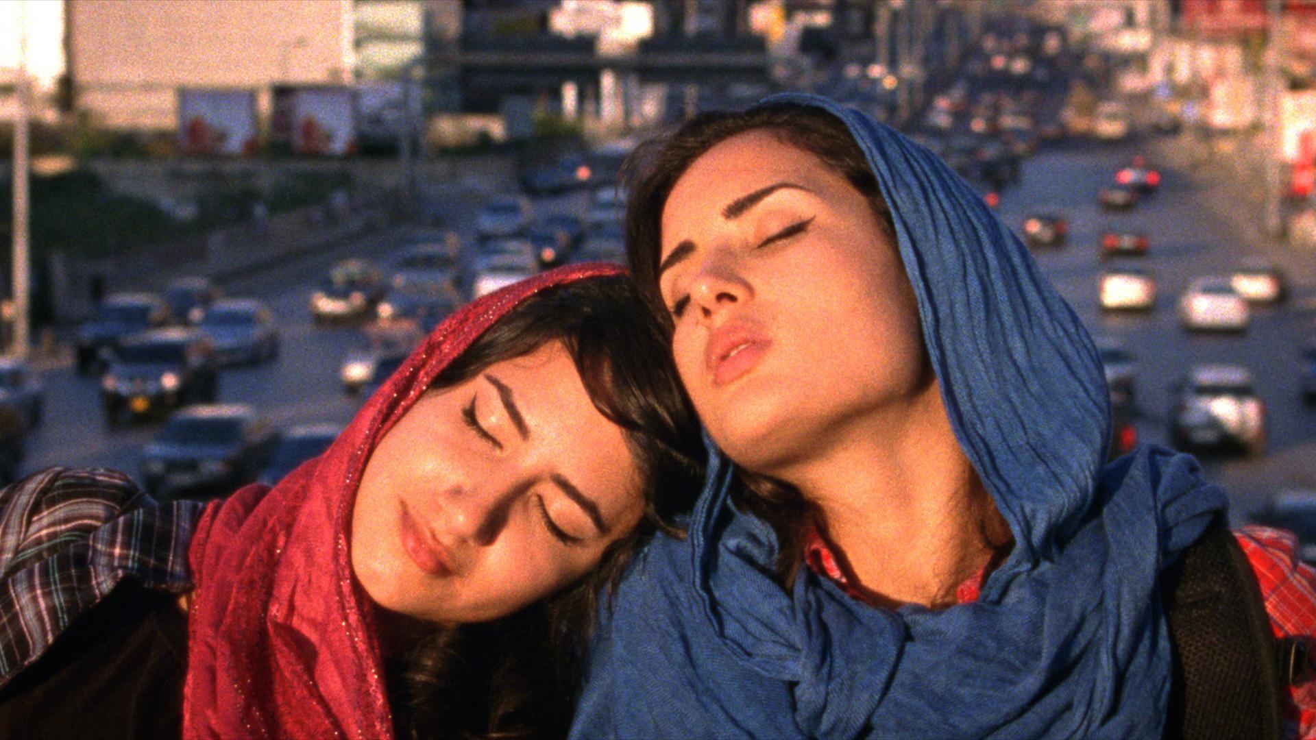 'Müslüman Lezbiyen Kızlar Eşcinsel Tedavi Terapisine Maruz Kalıyor'