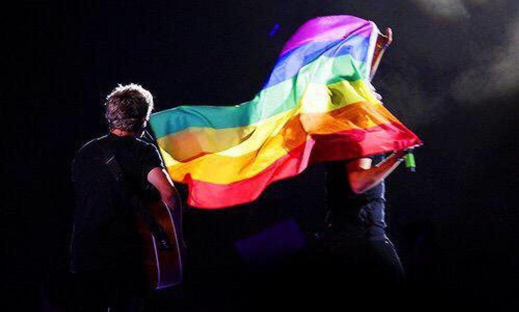 Bir Harry Styles Konseri Hikayesi: LGBT Bayrakları ve Gökkuşağı!