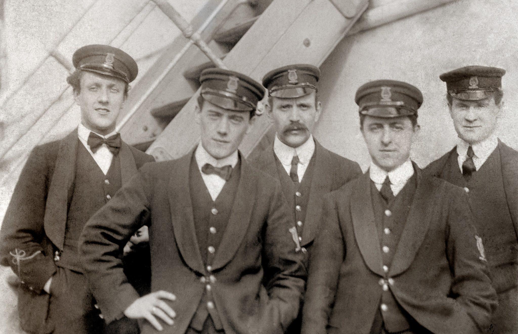 İzleyin: Bu Kitap, Titanik'in Gay Yolcularının Hikayelerini Anlatıyor!
