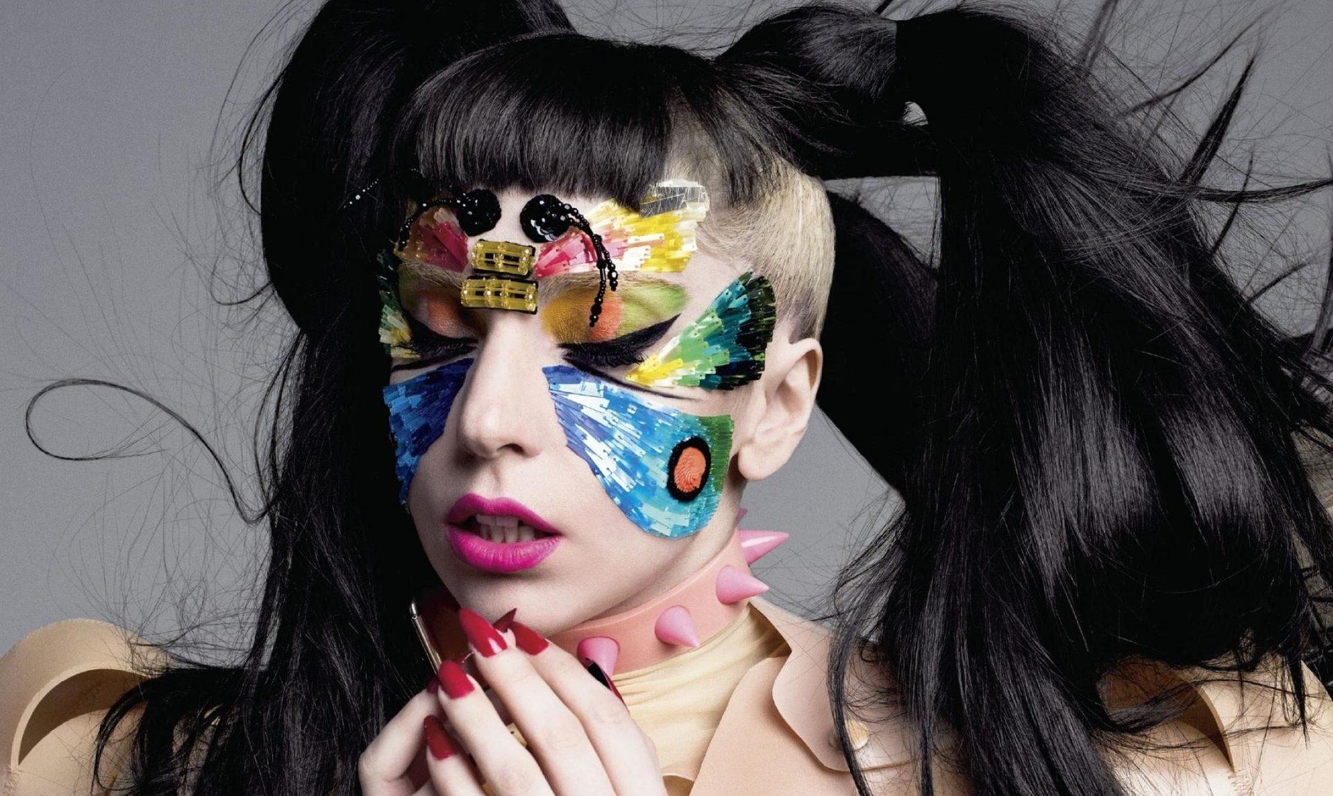 """Lady Gaga, """"Haus Beauty"""" İsimli Makyaj Markasını Piyasaya Sürüyor!"""