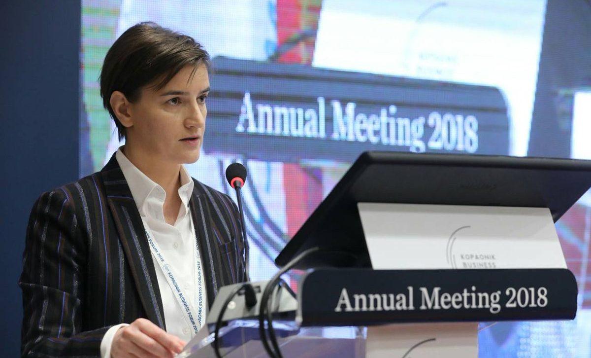 Sırbistan'ın Eşcinsel Başbakanı Ana Brnabić, Kabinesindeki Homofobik Bakana Haddini Bildirdi!