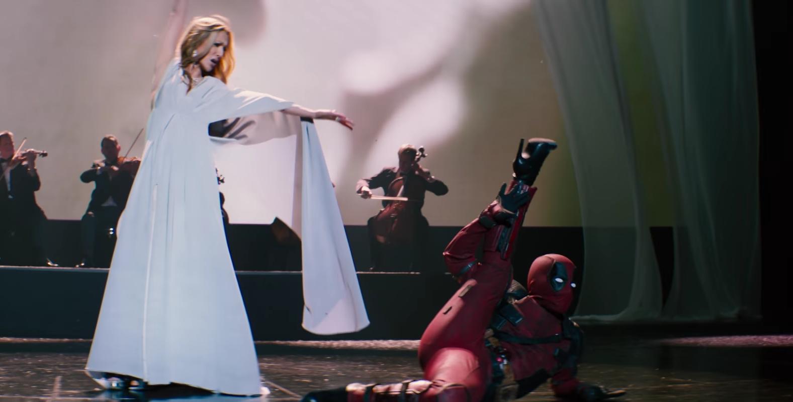İzleyin: Stiletto Giymiş Bir Deadpool, Celine Dion'a Sahnede Eşlik Etti