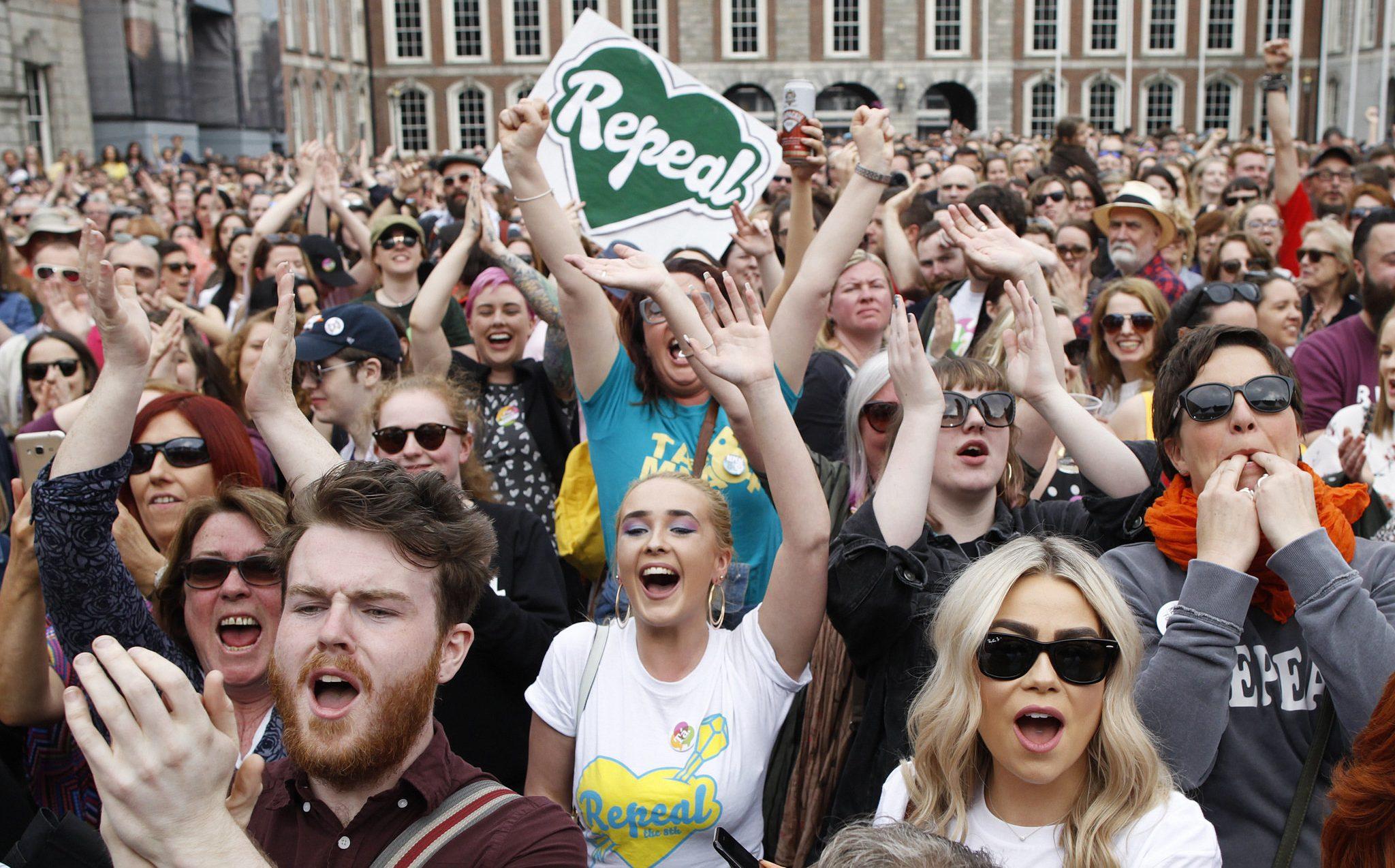 LGBT Topluluğu İrlanda'daki Referandum Sonucunu Kutluyor