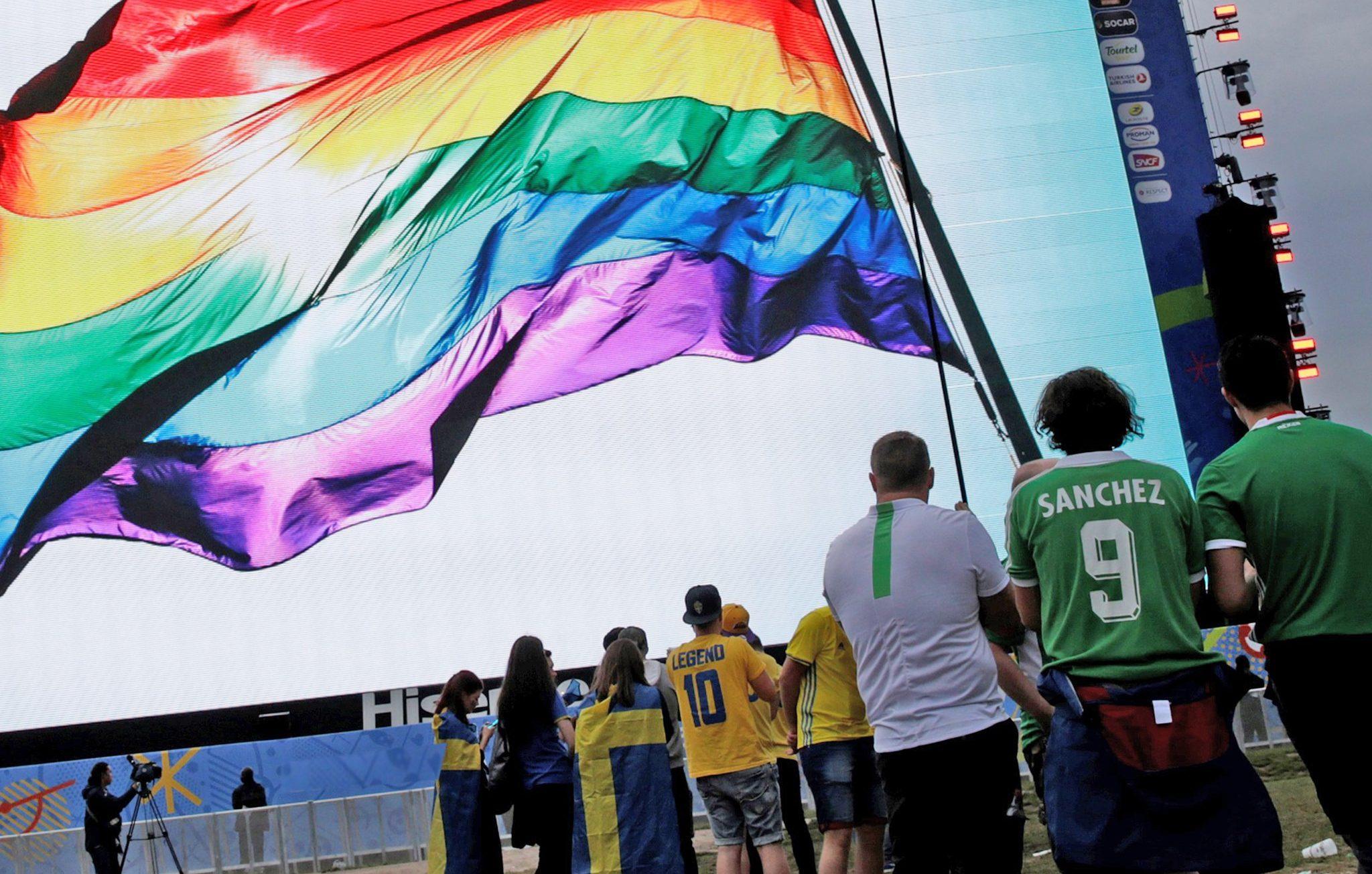 Ruslardan Eşcinsel Futbolseverlere Uyarı!