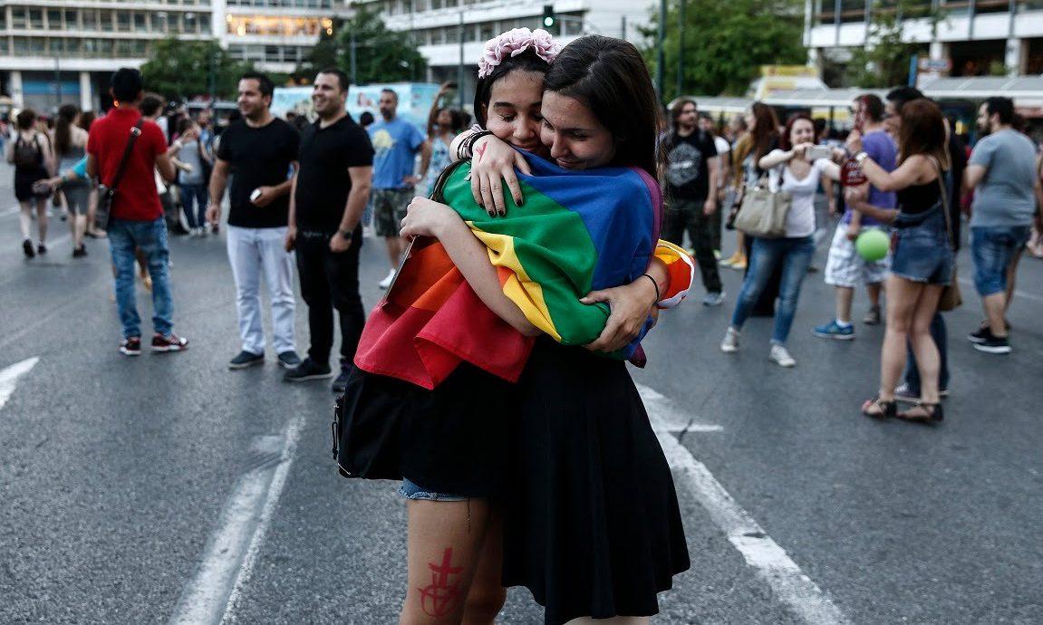 Çığır Açan Yasa! Eşcinsel Çiftler Artık Yunanistan'da Koruyucu Ebeveyn Olabilecek!