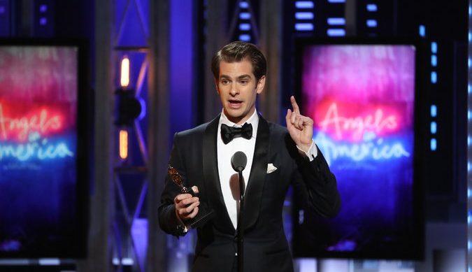 İzleyin: Andrew Garfield, Tony Ödülleri'nde LGBT'lere Övgü Yağdırdı