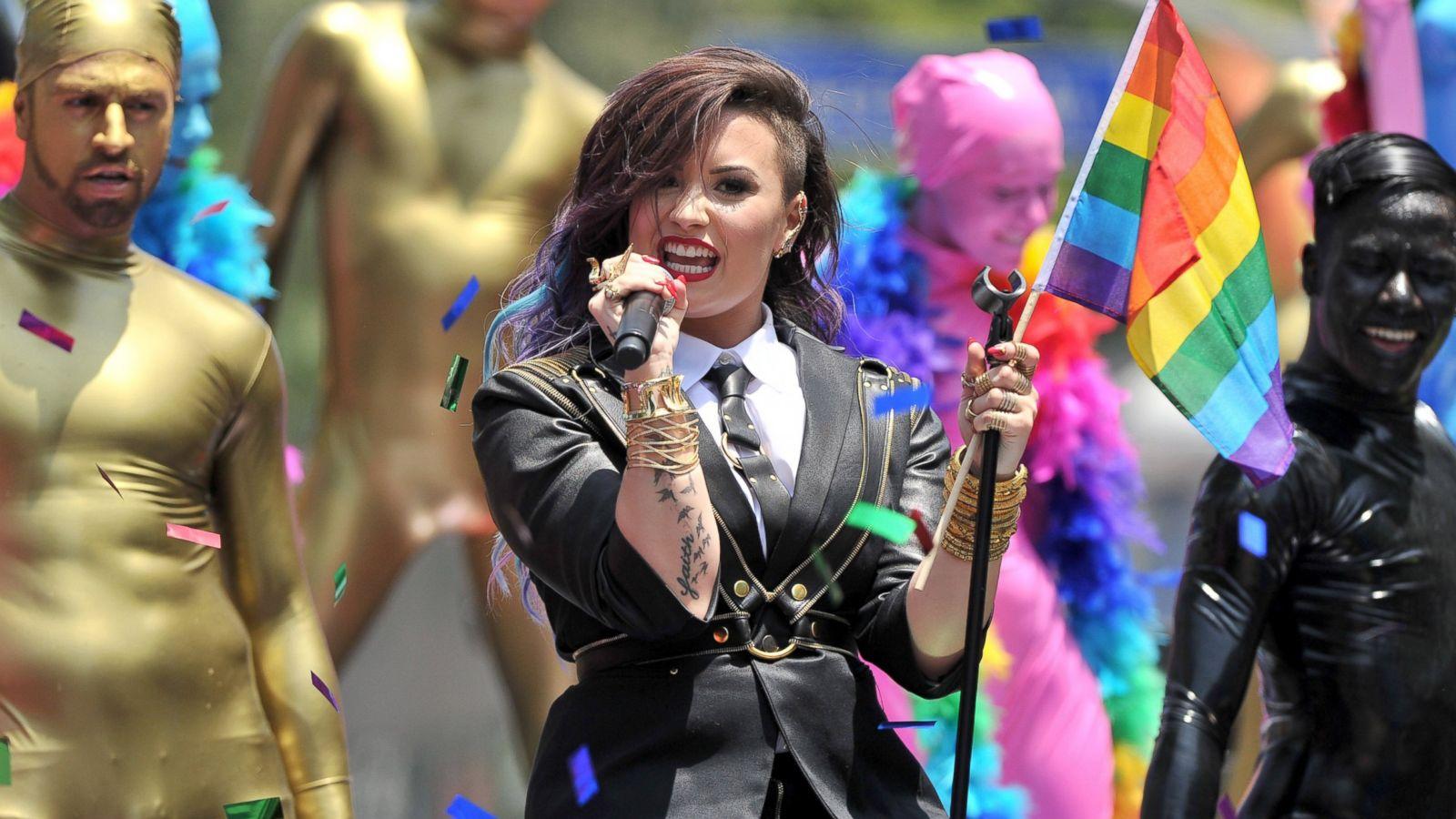 Demi Lovato Aşırı Dozda Uyuşturucudan Hastaneye Kaldırıldı!