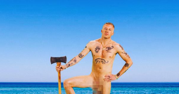 İzleyin: Macklemore Yeni Klibi İçin Soyundu