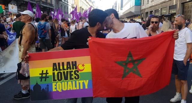 Fas Bayrağı Eşliğinde Öpüşen Müslüman Gay Aktiviste Ölüm Tehditleri Yağıyor!