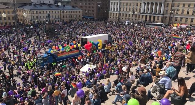 Bir Rekorda 100.000 Kişi ile Helsinki Onur Yürüyüşü'nden Geldi!