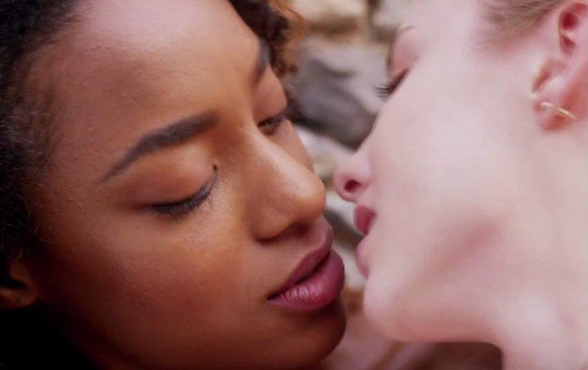 İzleyin: Kaybol Romeo, Juliet Gönlünü Bir Kadına Kaptırdı!
