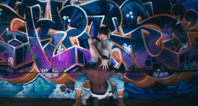 İzleyin: Pink'in Yeni Klibindeki Gay Dansçılar Göz Kamaştırıyor