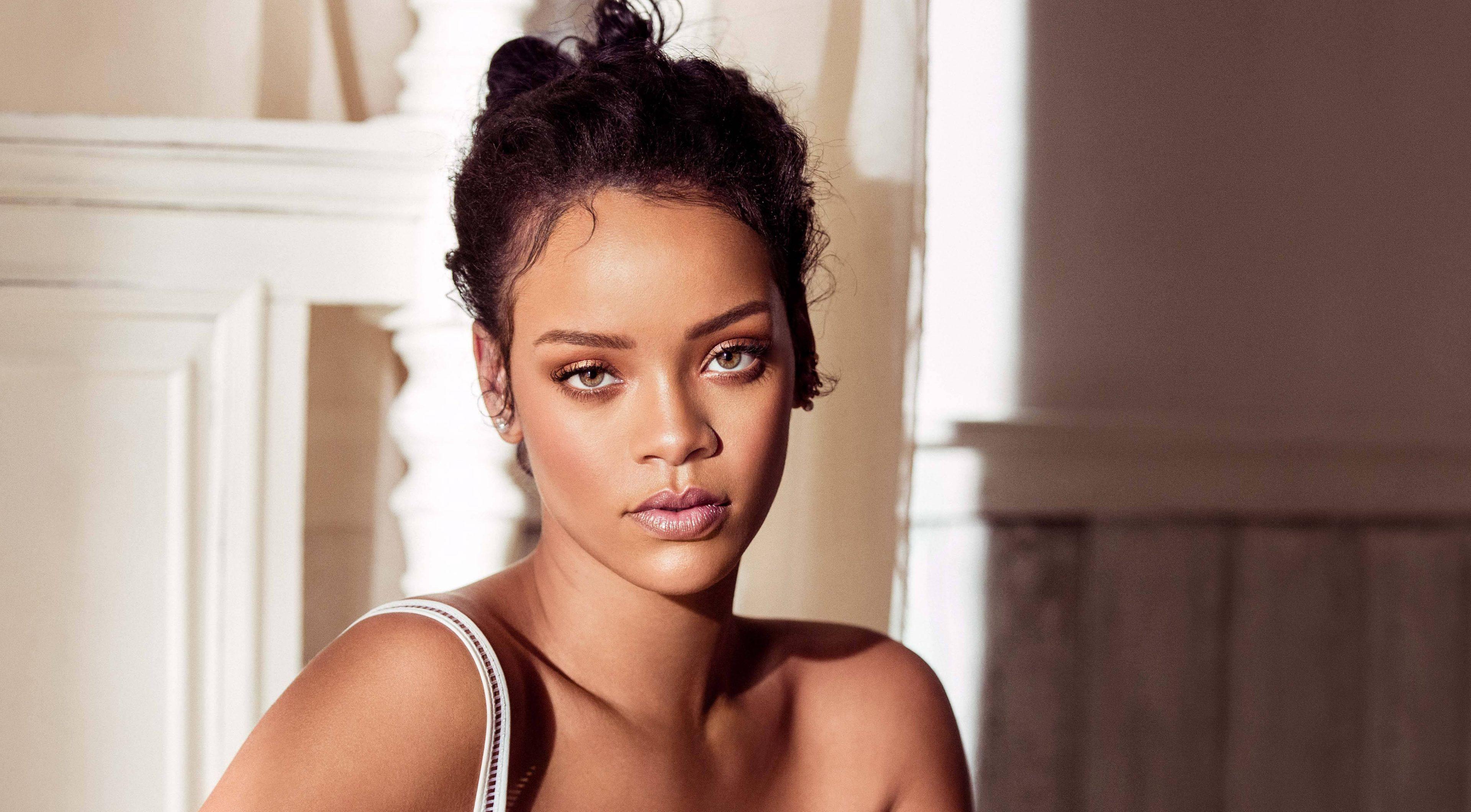 Rihanna İki Yeni Albüm İle Geliyor!