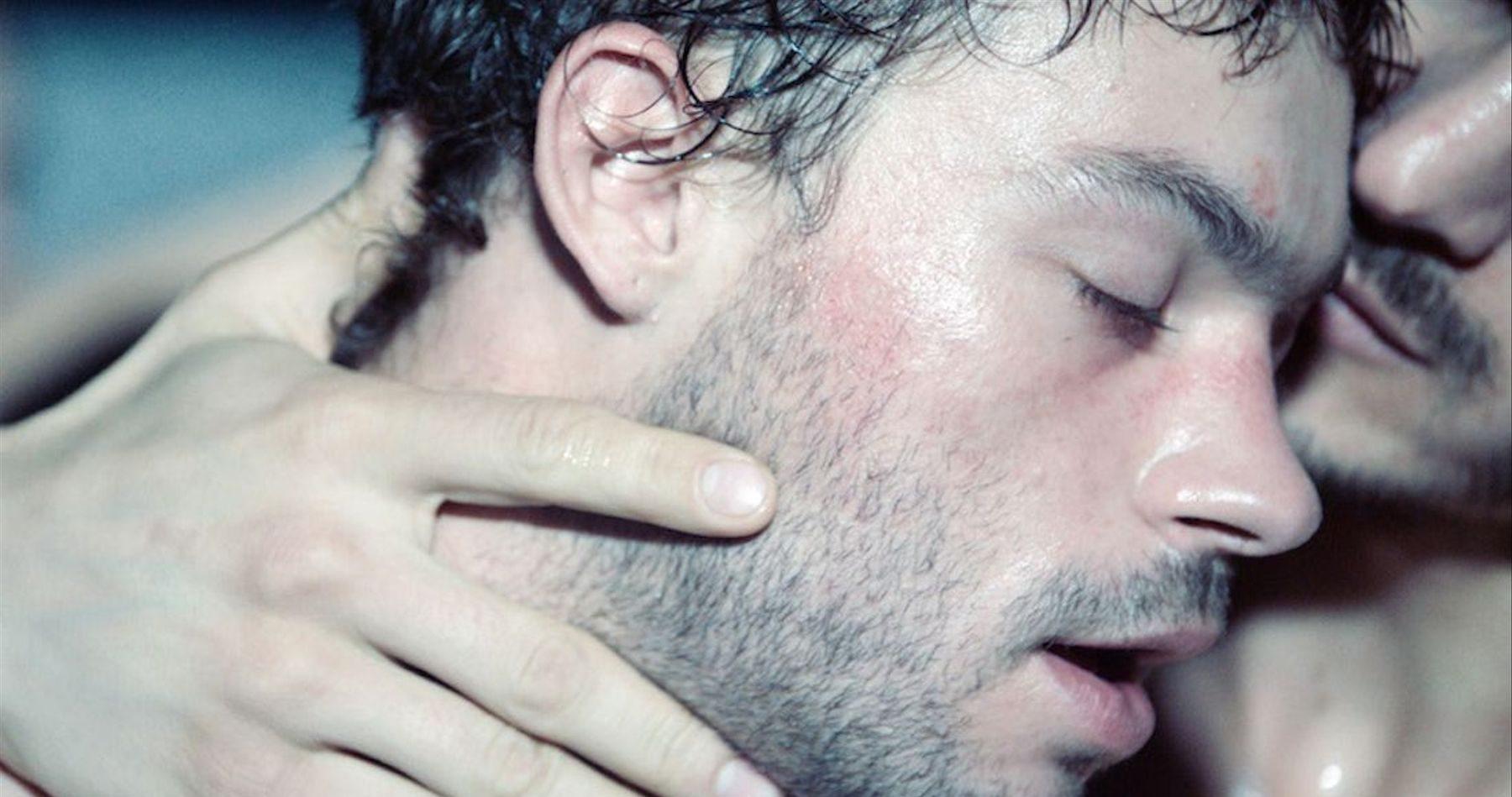 İzleyin: Seks İşçisi Bir Erkeğin Hayatını Anlatan Sauvage Filmi Cannes'a Damga Vurdu!