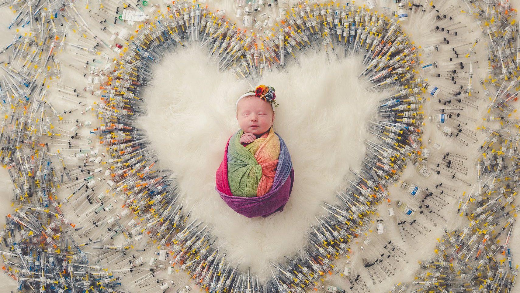 Lezbiyen Çiftin Mucize Bebeğinin Fotoğrafı İnterneti Salladı!
