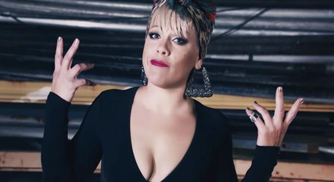 RTÜK, Pink'in Gay Dansçılarının Yer Aldığı Klibini Yayınlayan Kanala Ceza Verdi!