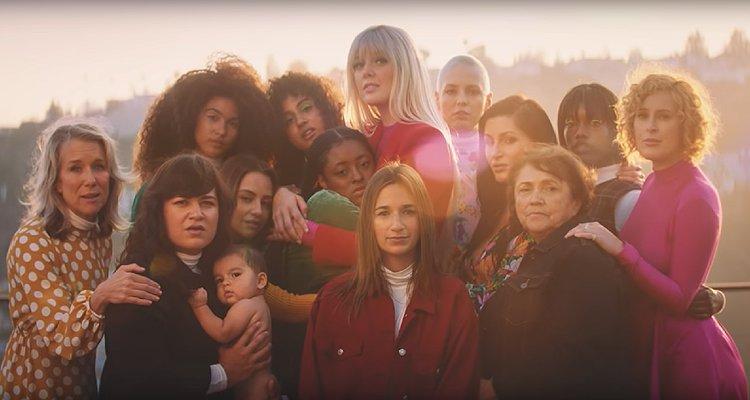 İzleyin : Cher, 'SOS' Şarkısı İçin Kadın Odaklı Bir Klip Çekti