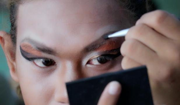 Myanmar'lı Drag Queenin Hayatını Anlatan Belgesel Ödüle Layık Görüldü