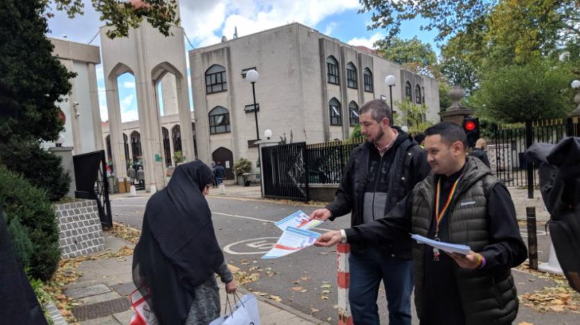 LGBT-Müslüman Dayanışması: Cami Cemaatine LGBT Broşürleri Dağıtıyorlar