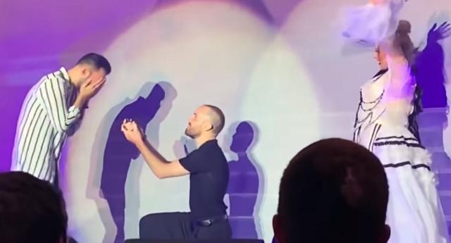İzleyin: Christina Aguilera'dan Gay Çifte Evlilik Jesti