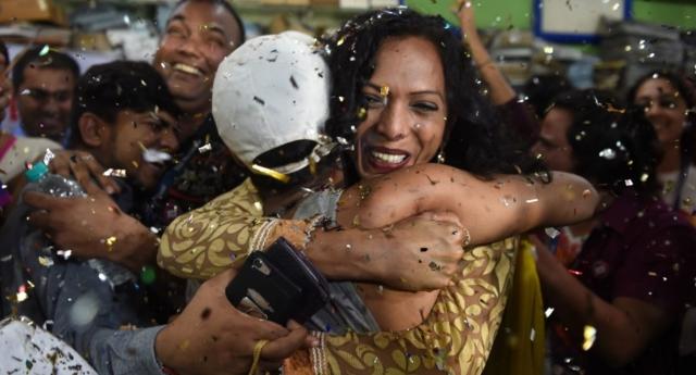 TARİHİ ZAFER! Hindistan Sonunda Eşcinselliği Suç Kapsamından Çıkardı!