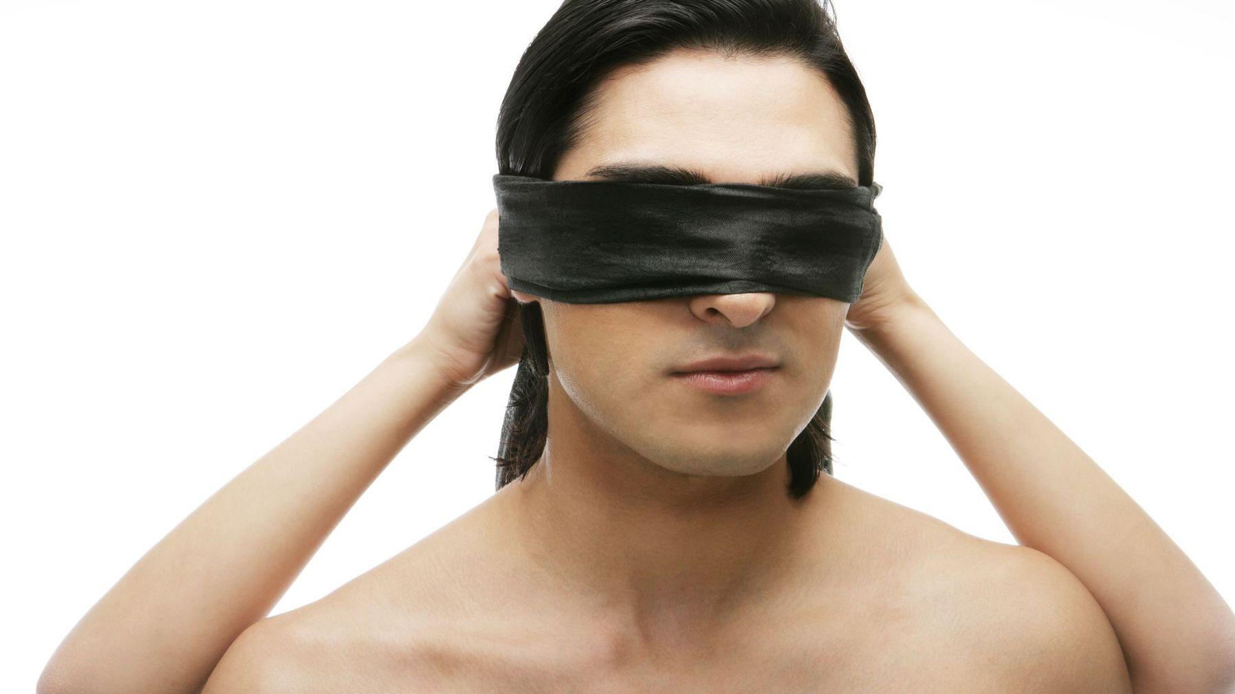 Gay Pornosu Çekmek İçin Erkekleri Kandıran Yapımcı Suçlu Bulundu
