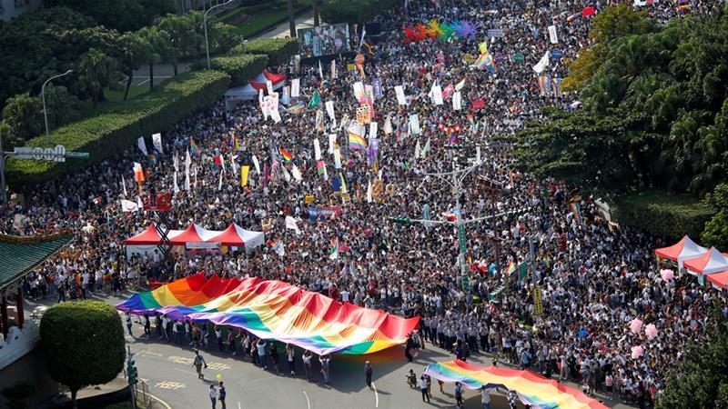 YER GÖK İNLEDİ! Tayvan'da 137,000 Kişi Evlilik Eşitliği İçin Yürüdü!