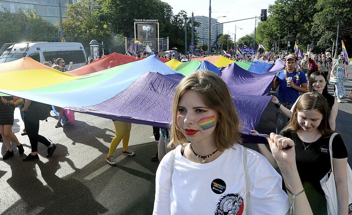 Polonya Hükümetinden Okullara LGBT Baskısı!