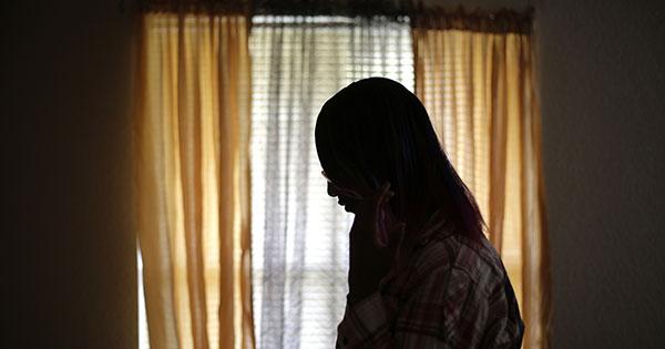 Lezbiyen Olduğu İçin Bir Yıl Odasına Kilitlenen Genç Kız Sonunda Kurtarıldı
