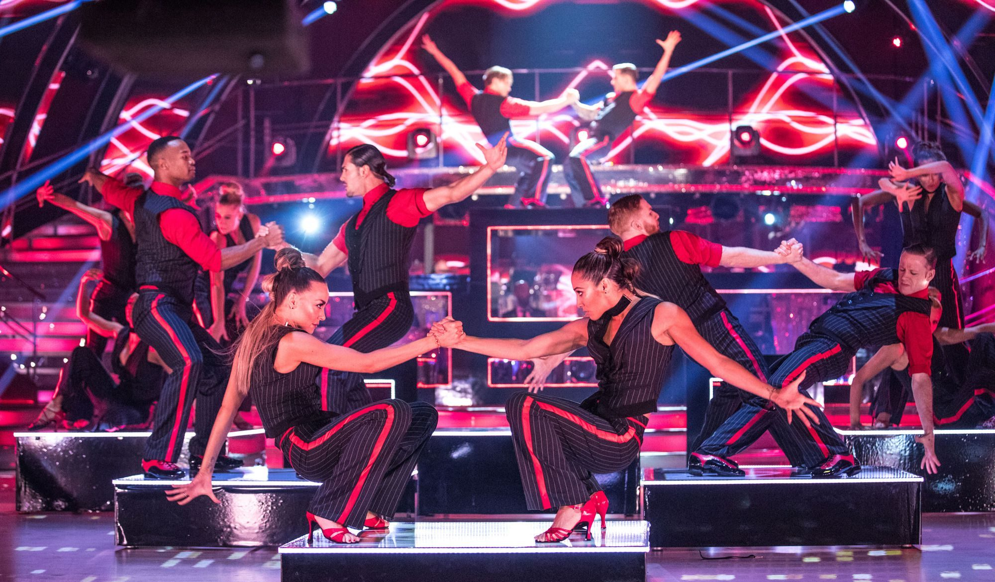 İzleyin: Strictly Come Dancing'de Eşcinsel Çiftlerin Dansı Göz Kamaştırdı