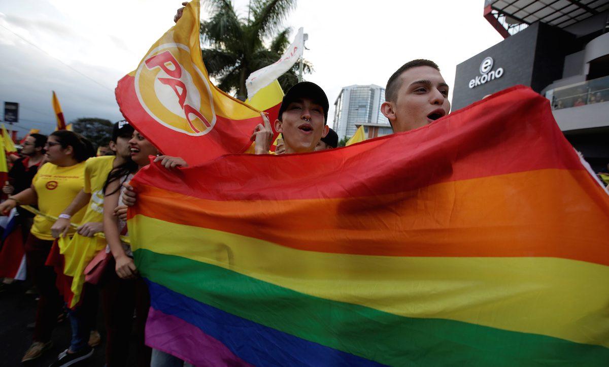 Bir Yerde Daha Aşk Kazandı! Kosta Rika Eşcinsel Evlilikleri Yasallaştırdı