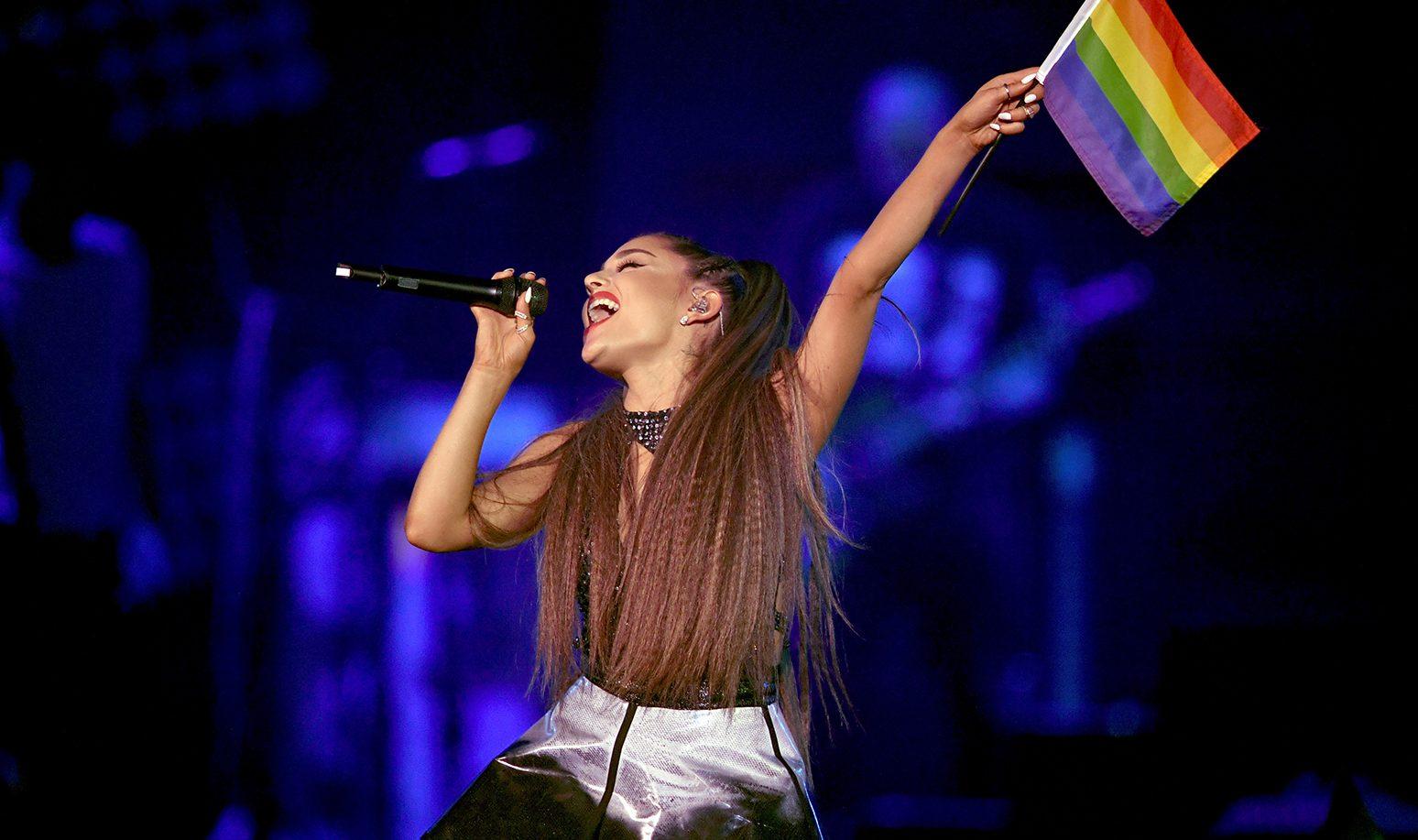 Apple Music Sözleri Karıştırınca, Ariana Grande Bir Süreliğine Biseksüel Zannedildi!