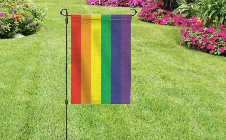 LGBT Bayrakları Çalınan Lezbiyen Çifte Komşularından Unutulmayacak Destek!