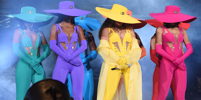 İzleyin: Beyonce İzleyicisine Sahnede Etten ve Kemikten LGBT Bayrağı Açtı