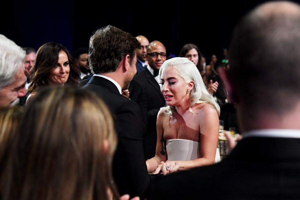 Lady Gaga Gözyaşları Eşliğinde Bradley Cooper'a Seslendi: Hayatımın Aşkı Oldun..