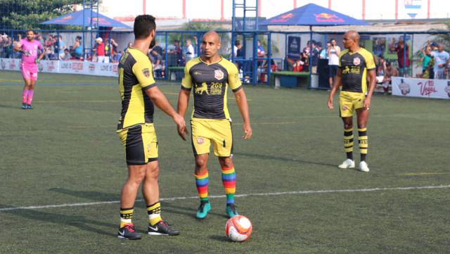 """Bir Maço Sporu Olan Futbolu, Eşcinsel Olduğum İçin Ağlaya Ağlaya Bıraktım"""